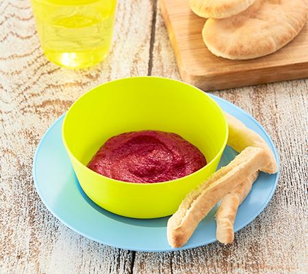 Dip de remolacha con dedos de pan de pita