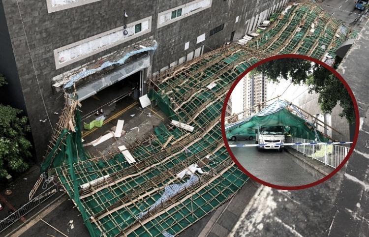 Hujan Lebat, Perancah Bangunan di Yuen Long Ambruk dan Menimpa 2 Mobil