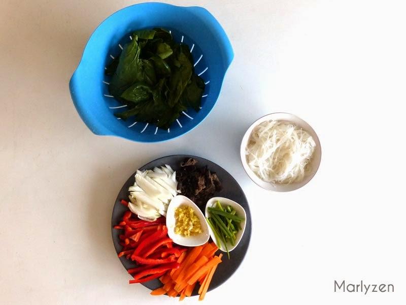 Légumes et vermicelles.