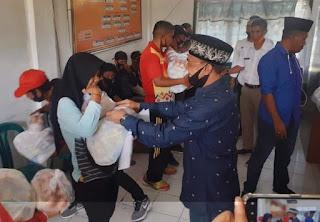 Feri Sofiyan Bagikan Paket Sembako Tahap III untuk Para Atlet dan Pelatih di Kota Bima
