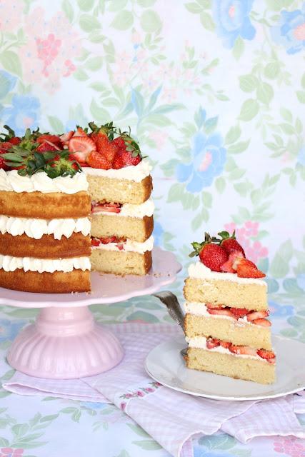 naked cake con frutillas