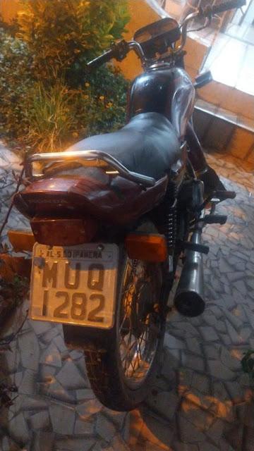 CISP de Ouro Branco prende homem conduzindo moto roubada no centro da cidade