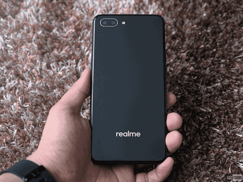 Glass-like back of Realme C1