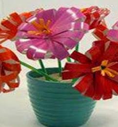 http://manualidadesparaninos.biz/como-hacer-flores-con-vasos-desechables/