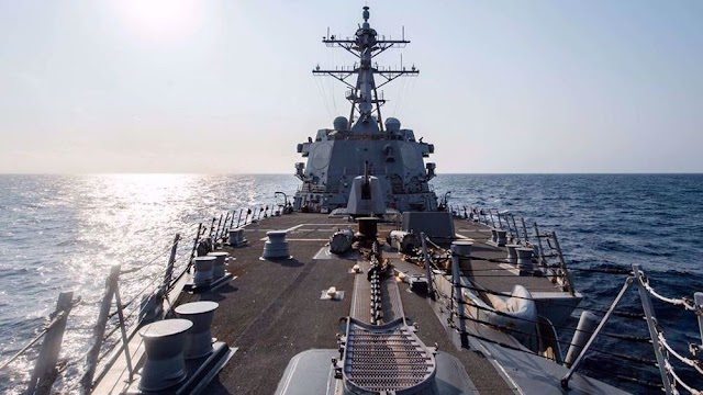 US Navy destroyer 'sails through Taiwan Strait'