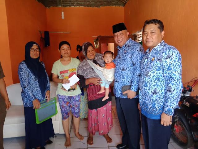 Bupati Trenggalek, Beri Bantuan Biaya Perbaikan Rumah  Korban Pengrusakan Sekelompok Orang