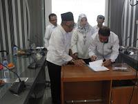 Kementerian Agama Serahkan KMA Penegerian 18 Madrasah