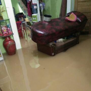 Banjir Menerjang rumah Warga Pulau Damar, Nusa Indah Kelurahan Way dadi Sukarame Bandar Lampung, Saat Pandemi Covid-19