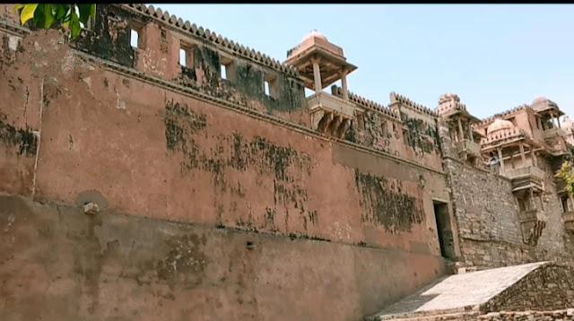 outside view of kumbha palace in Chittorgarh