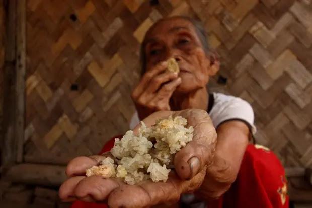Tak Mampu Beli Beras, Nenek Ini Terpaksa Makan Nasi Kering Setiap Hari