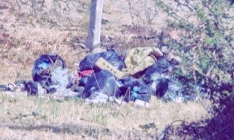 Sicarios dejan torturados, baleados y embolsados a tres sujetos entre la basura en una comunidad de León, Guanajuato
