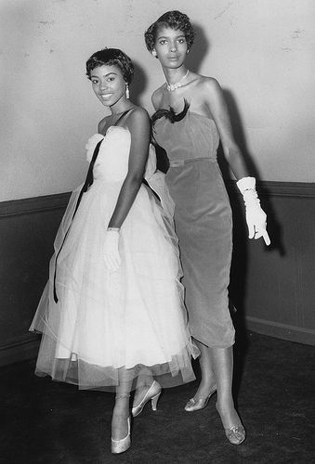 Fashion 1940s Two Female Models Flirty 40s Style Evening: These 31 Vintage Snapshots Of '50s African-American Women