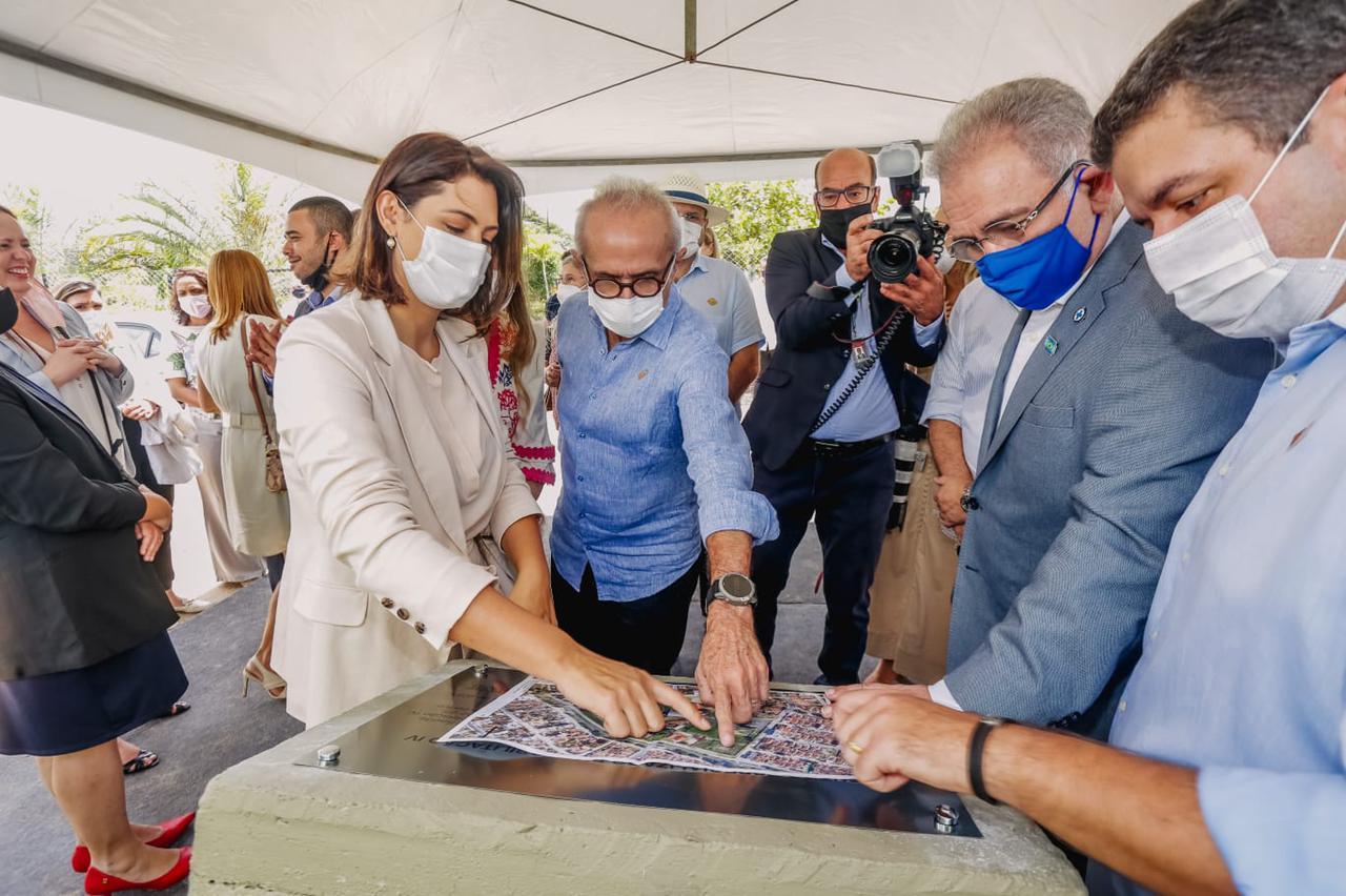 Michelle Bolsonaro, Marcelo Queiroga e Cícero Lucena anunciam complexo de doenças raras em JP