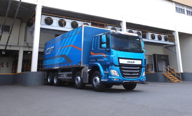 DAF lança caminhão bitruck mais potente do Brasil: CF 410 8x2