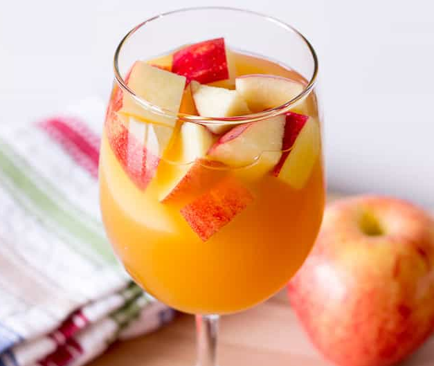 CARAMEL APPLE SANGRIA #caramel #drink