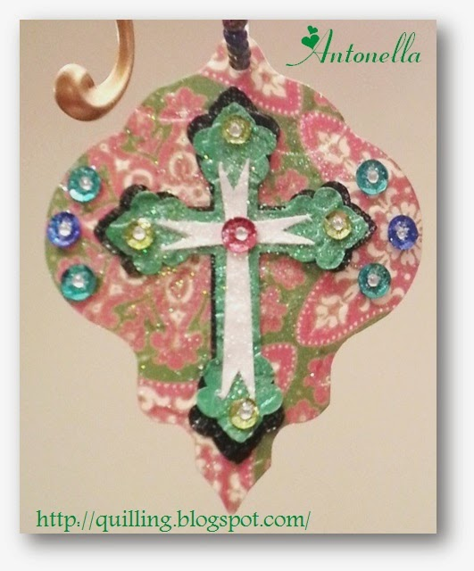 This super easy Silhouette Cameo Cross ornament is easy to make. Hop over to see what Antonella has for you at www.quilling.blogspot.com. #ornament