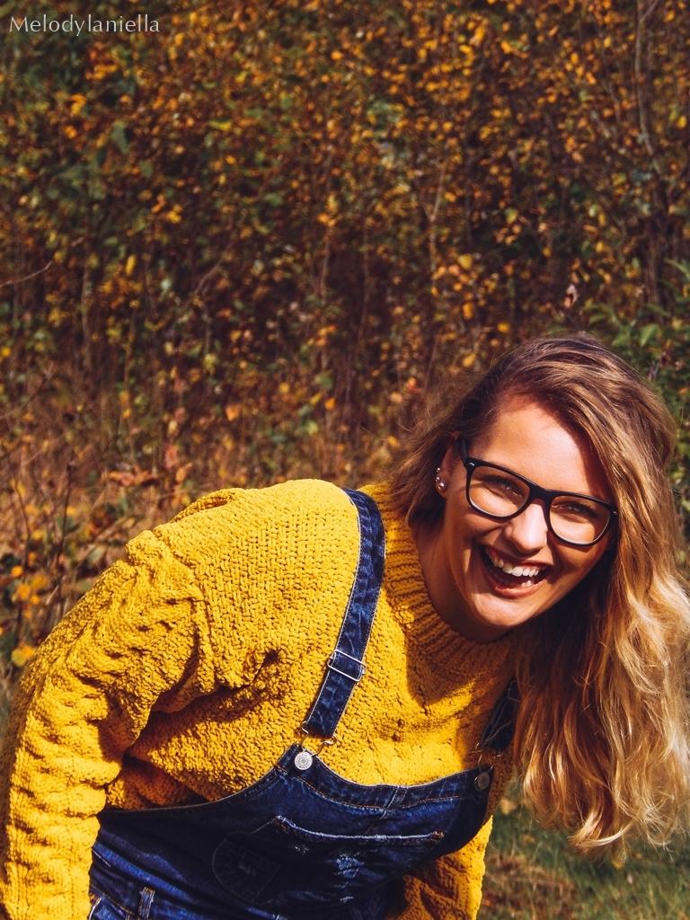 6 ogrodniczki jak dobrać do sylwetki hit czy kit gdzie kupić ogrodniczki jak nosić ogrodniczki pomysł na stylizację z ogrodniczkami jak ubierać się jesienią pomysł na żółty sweter jak nosić kolorowe skarpetki