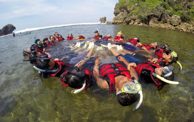 snorkling-pantai-nglambor