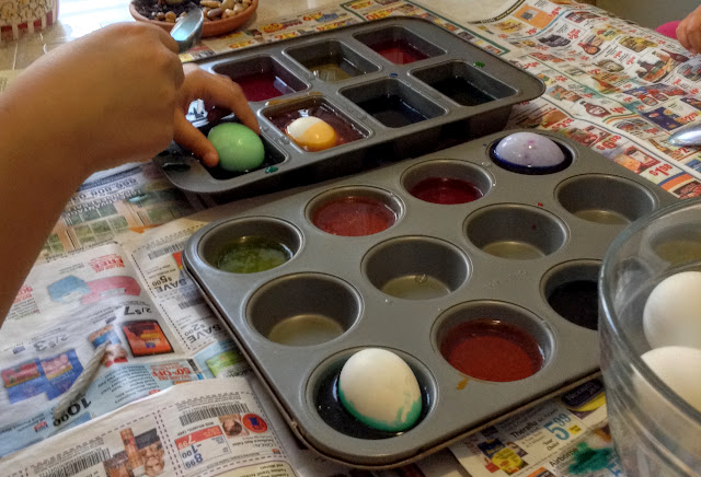 Tip: use muffin tins to dye eggs