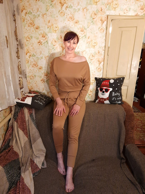 https://femmeluxefinery.co.uk/products/camel-off-shoulder-loungewear-set-blake