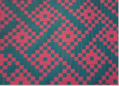 Kain tenun motif geometris