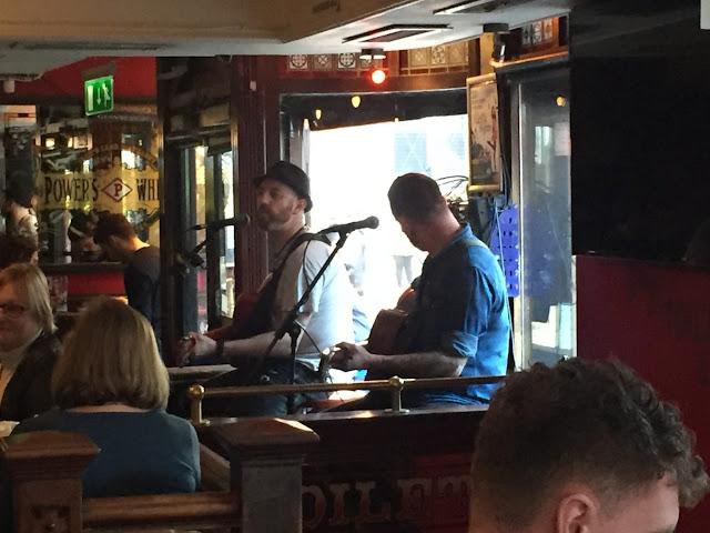 Dublin city break - Temple Bar live music