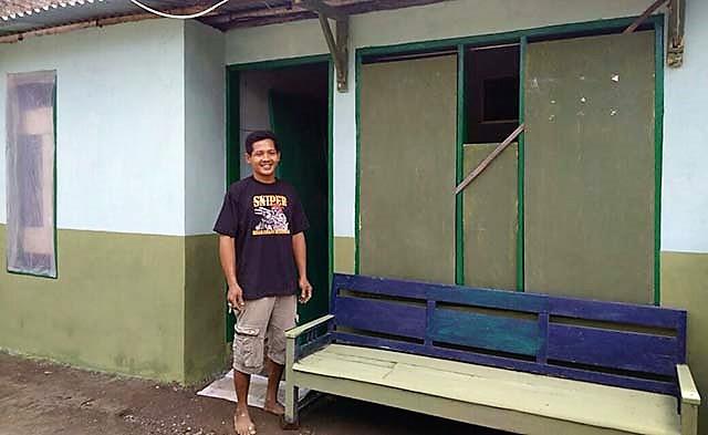 Tawa Renyah Warga Saat Rumah Selesai Direhab