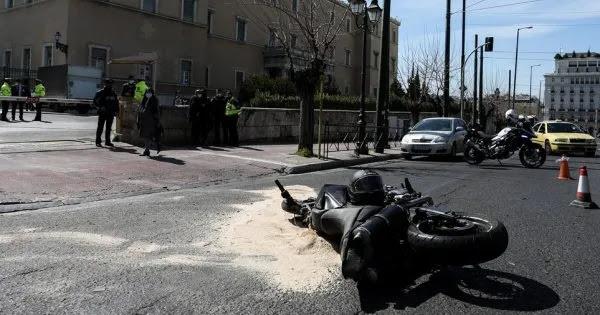 Εμετικό αφήγημα από τα φιλοκυβερνητικά ΜΜΕ για το δυστύχημα στη Βουλή: «Έφταιγε το θύμα επειδή πέρασε με πράσινο»
