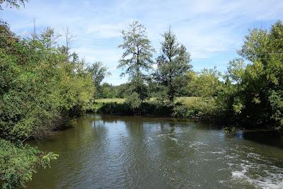 Zalew na rzece Rawka przy młynie wodnym w Rudzie