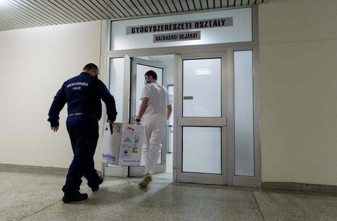 Vakcinát kínáló csalókra figyelmeztet a rendőrség
