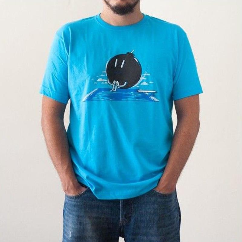 http://www.lolacamisetas.com/es/294-camiseta-original-bomba-piscina.html#/25-estilo-manga_corta/37-talla-s/67-genero-hombre