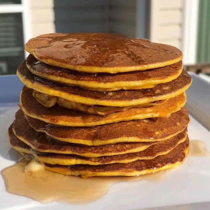 Low Carb Fluffy Pumpkin Spice Pancakes