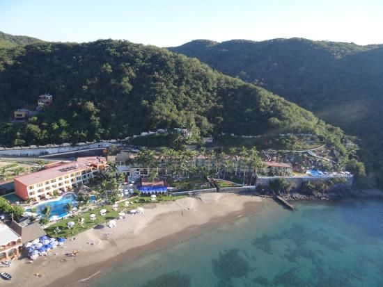 Just 30 minutes from Manzanillo and 20 minutes from Manzanillo International Airport, La Quinta Gran Bahía Cuastecomates offers its guests a haven of peace. Surrounded by lush vegetation, this Resort is the perfect setting to enjoy your next vacation.