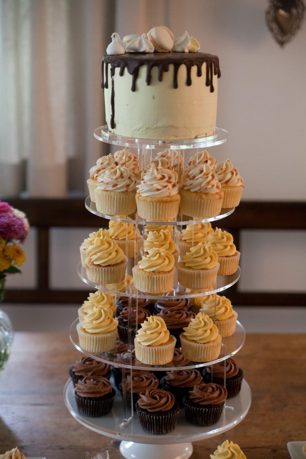 hochzeits cupcake turm mit dripcake. Black Bedroom Furniture Sets. Home Design Ideas