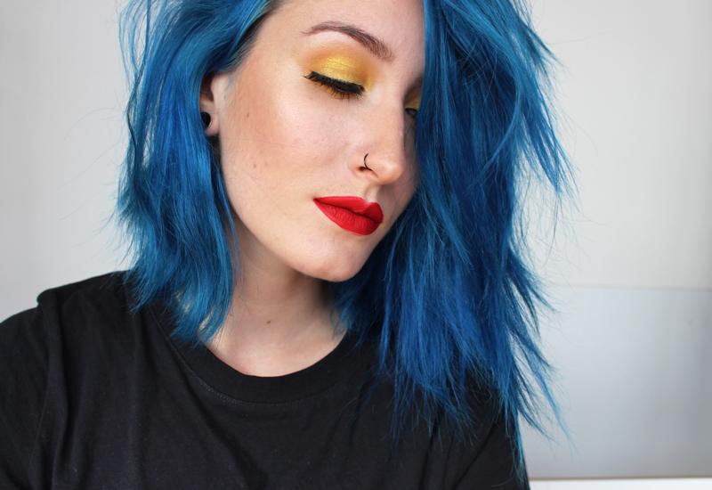 Cheveux bleus pour primary colors inspiration