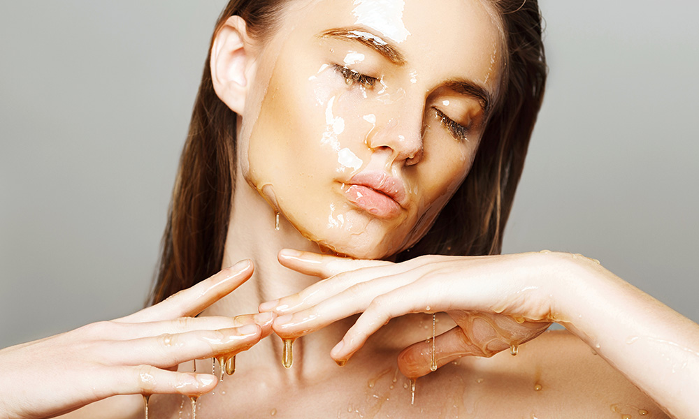 Benefits of Applying Honey on the Face