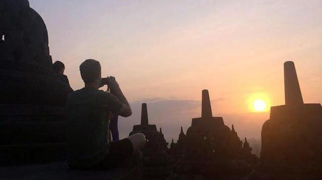 Selain Chaplin dan Bos Facebook, Borobudur juga Jadi Magnet Obama
