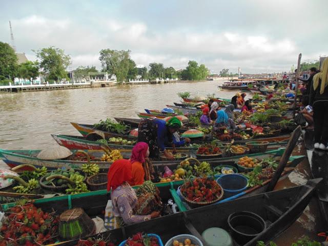 Pasar Terapung Ikon Kalimantan Selatan 2: Mengapung di Tengah Kota