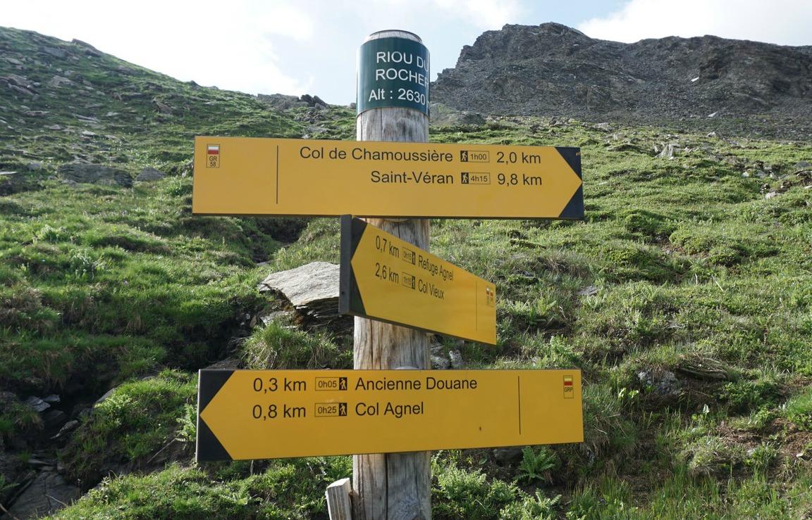 Signpost-to-Col-de-Chamoussière