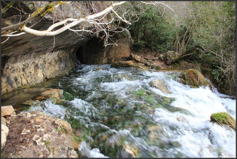 Risca Del Nacimiento Del Río Cuervo