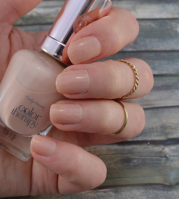 Sally Hansen color therapy Nagellack Re-nude Tragefoto