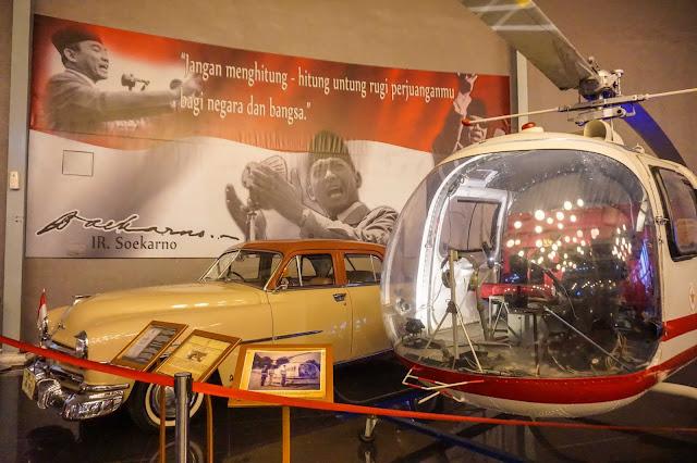 Mobil dan Helikopter Soekarno-Museum Angkut Batu
