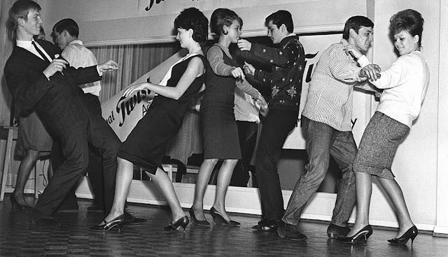 Τα νεανικά ρεφενέ ρεβεγιόν της δεκαετίας του ΄60 με ...Βερμούτ και πίπερμαν