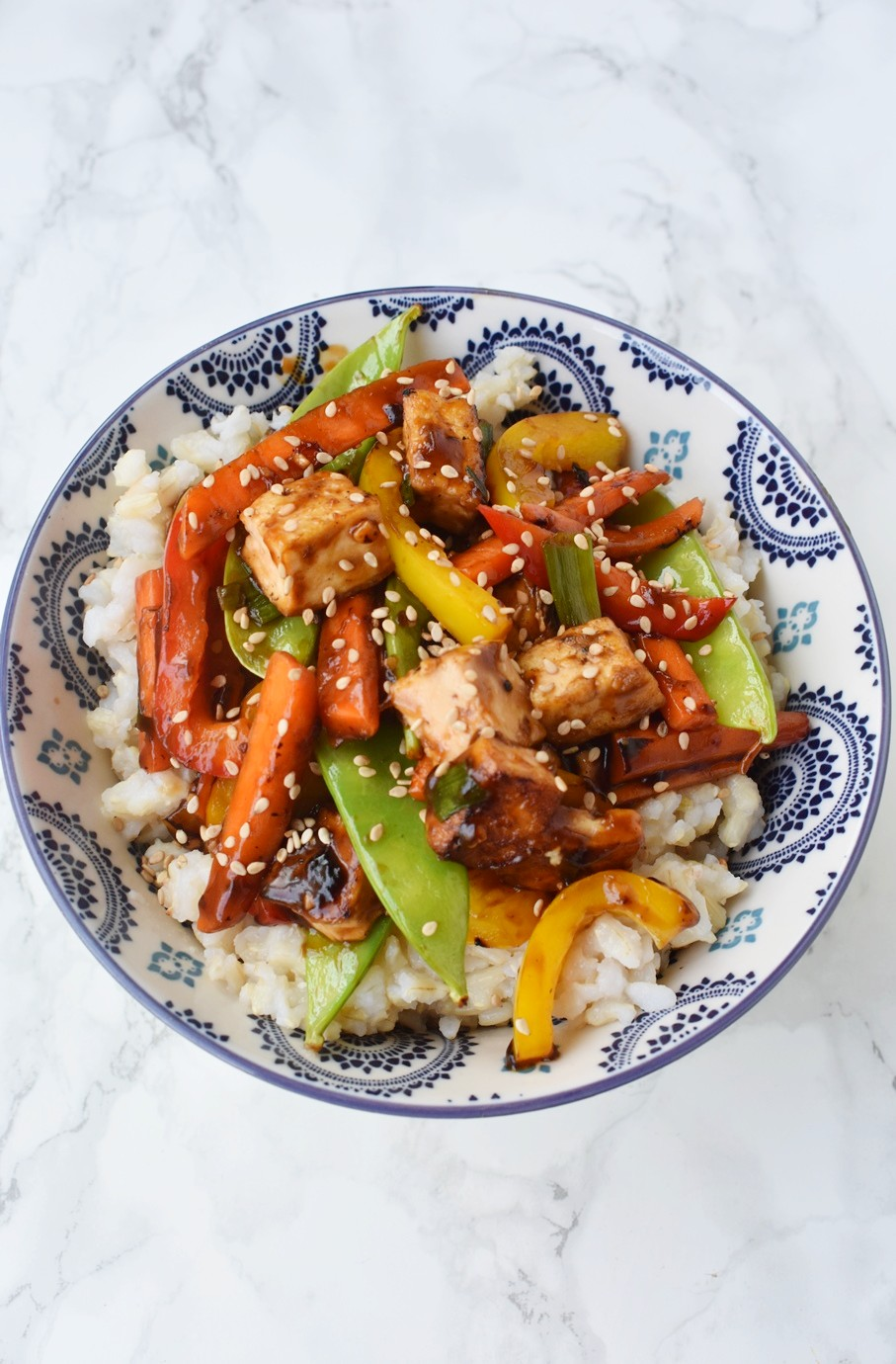 Crispy Tofu Stir-Fry is loaded with crispy flavorful tofu, bell peppers, carrots, peapods and a delicious soy garlic ginger sauce! #tofu #stirfry #rice #asian #chinese #vegetarian #veggies #healthy