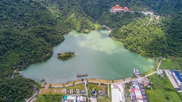 ทะเลสาบเหมยฮวา (Meihua Lake)