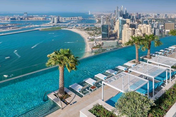 World's highest infinity pool is nearly 1,000 feet off the ground|interesting news of the day|