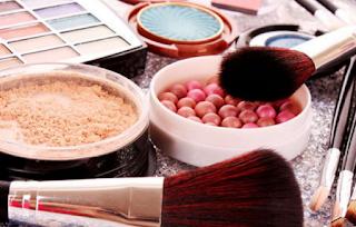 Inilah Ciri-ciri Kecanduan Make Up yang Perlu Diwaspadai