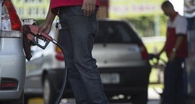 Decreto que aumentou tributos sobre combustíveis é suspenso por juiz do DF