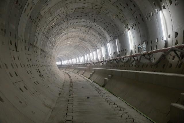 Bên trong một đoạn đường ngầm cho tàu chạy