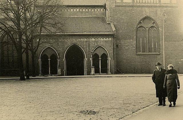 1938 год. Рига. На площади 15 Мая возле Домского собора